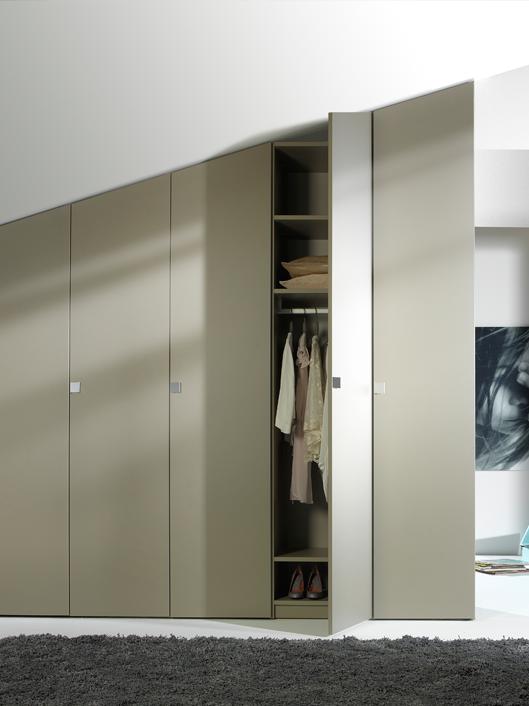 Noteborn garderobekast SWING schuin plafond